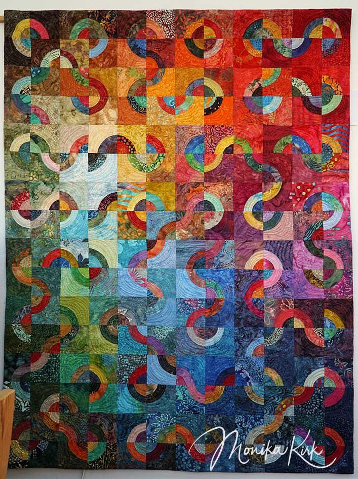 BullsEye (2018)129 x 172 cm, BatiksFarbenvielfalt durch Blocktausch mit 8 anderen Teilnehmerinnen